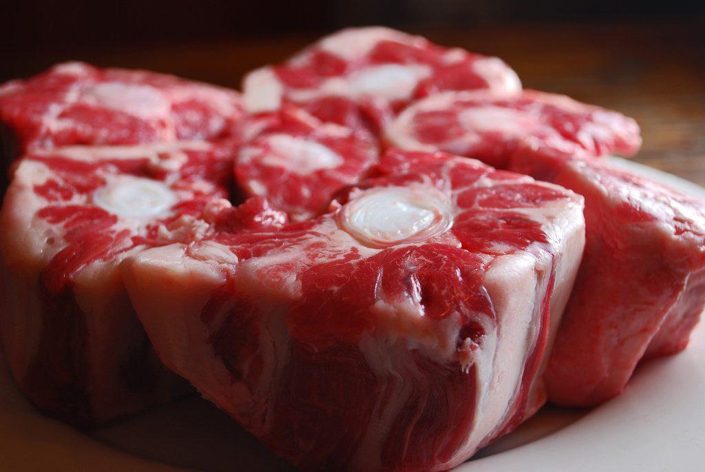 テールスープを肉で